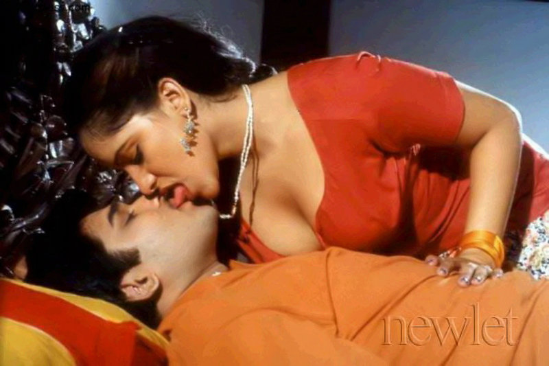 Mallu Actress Reshma Sexy Tongue Kiss  Masala Pics-7092